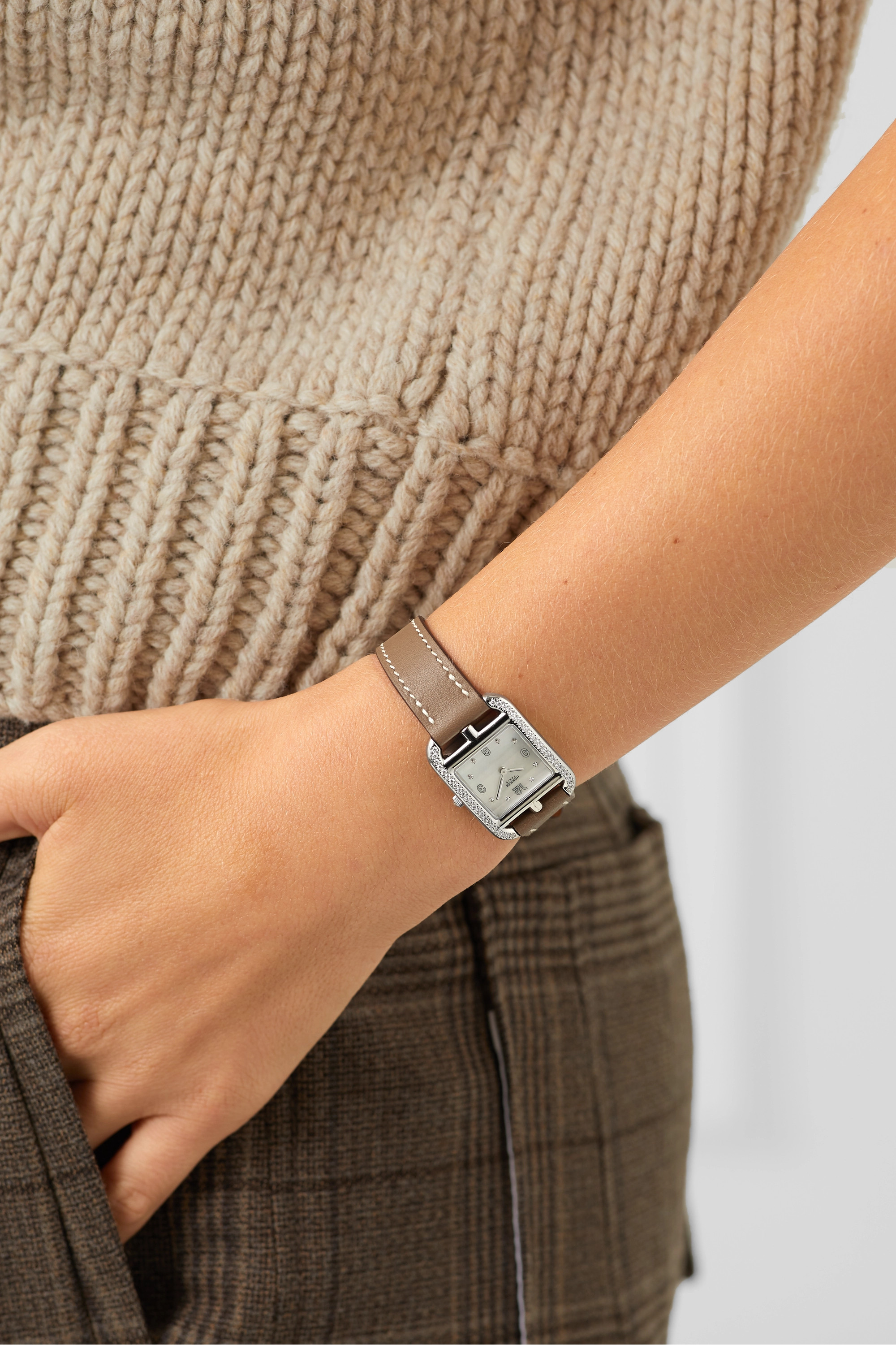 Silver Cape Cod 23mm Small Stainless Steel, Leather, Mother-of-pearl And Diamond Watch | Hermès Timepieces