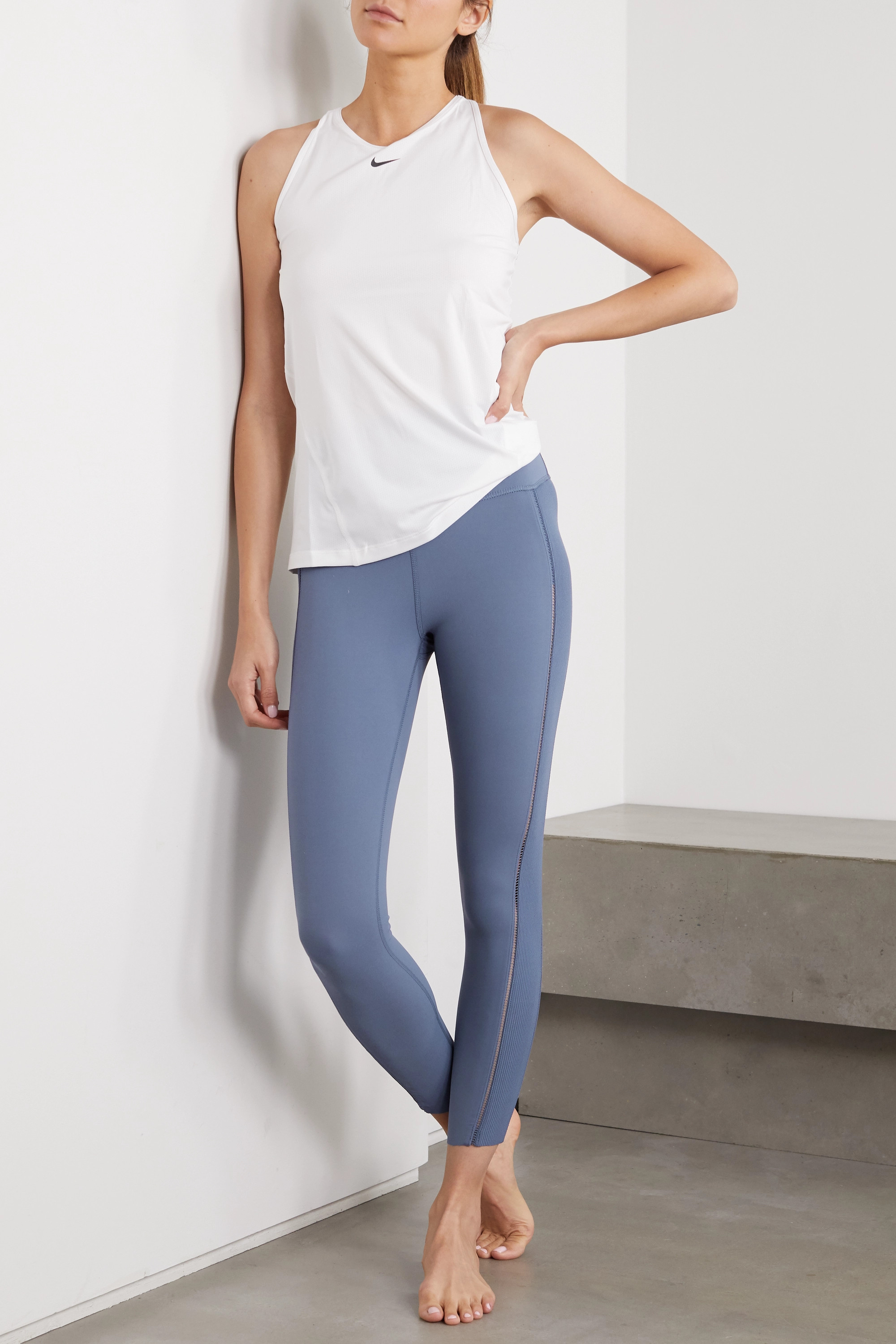 Nike Yoga Luxe Leggings aus Dri-FIT-Material mit Details im Hohlstich