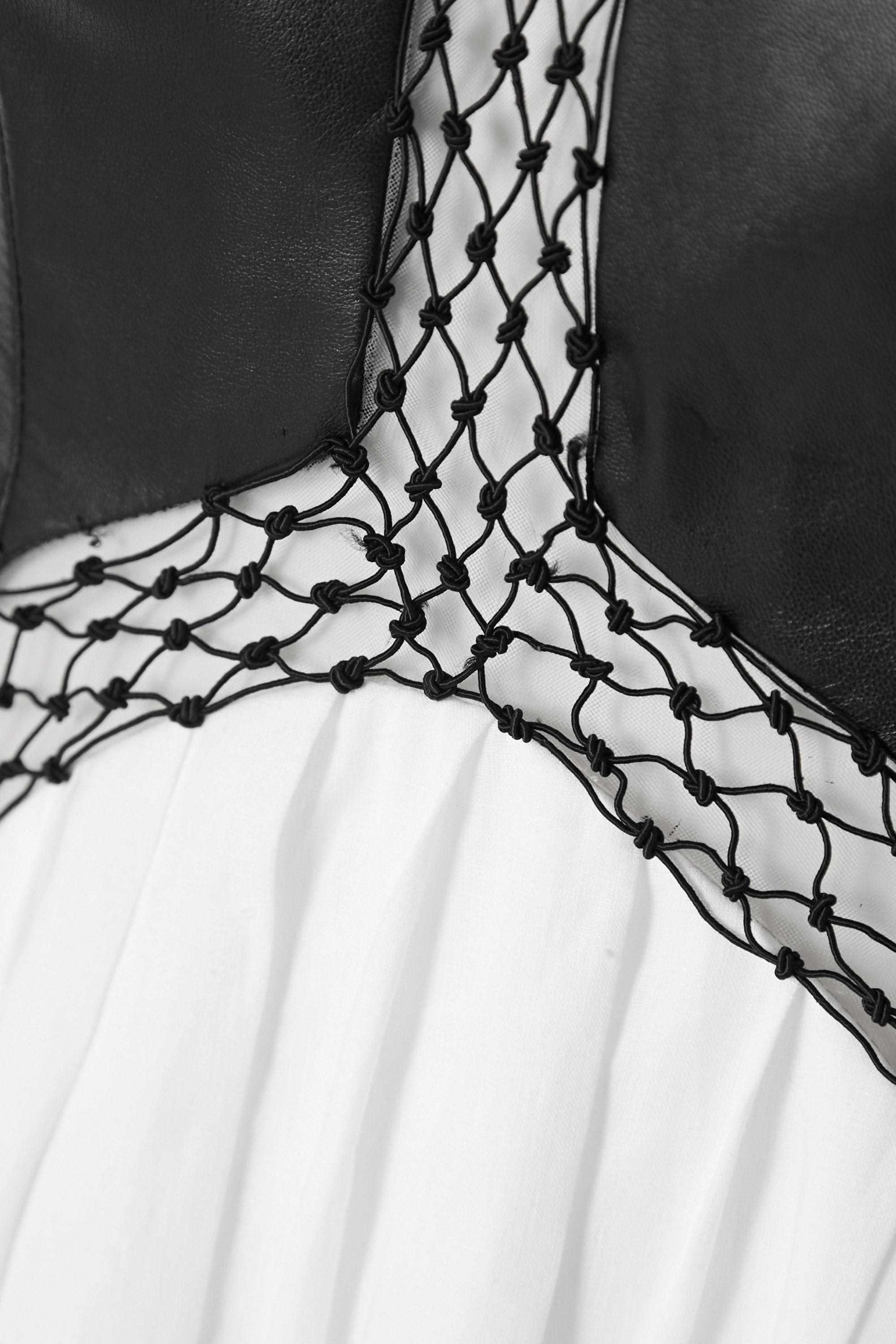 Gabriela Hearst Athena Maxikleid aus Leder und Leinen mit Tülleinsatz