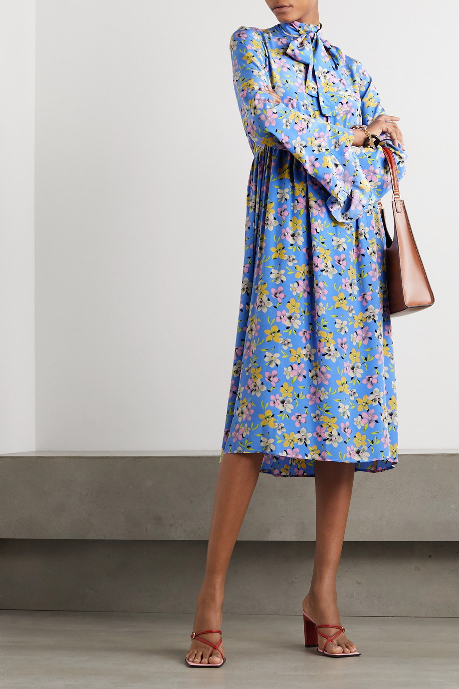 Les Rêveries Pussy-bow floral-print silk-crepe midi dress