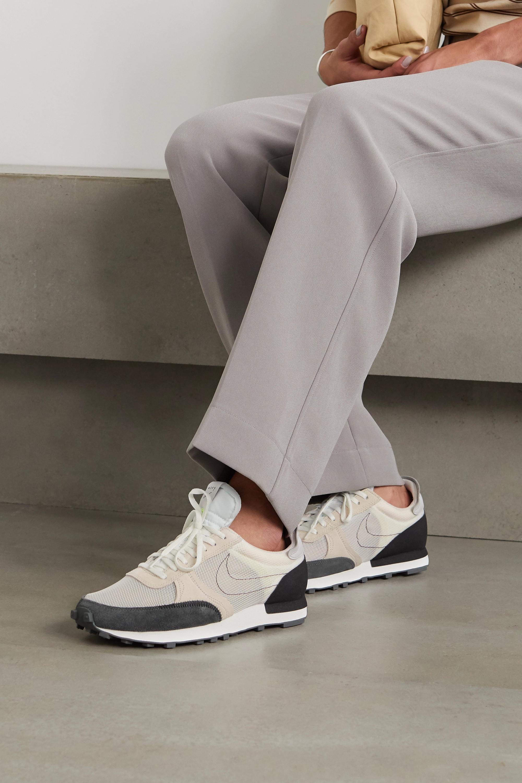 Nike Daybreak Type Sneakers aus Mesh und Veloursleder mit Stickereien und Lederbesätzen