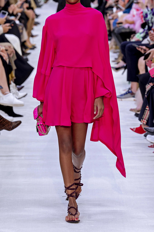 Valentino Minikleid aus Seidenchiffon mit Schluppe und Cape-Effekt