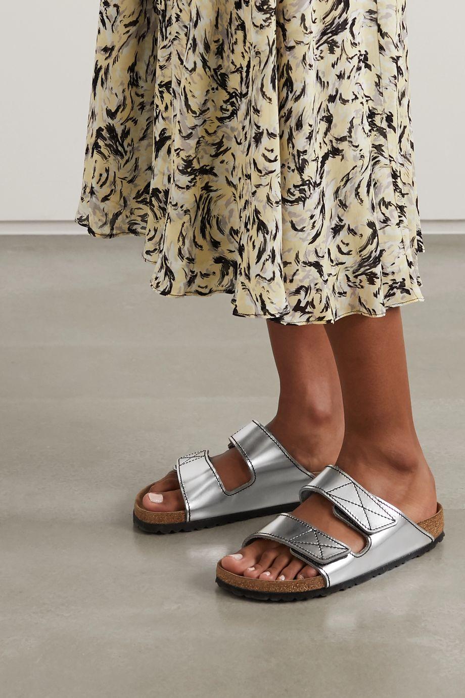 Proenza Schouler + Birkenstock Arizona Pantoletten aus Metallic-Leder mit Kontrastnähten