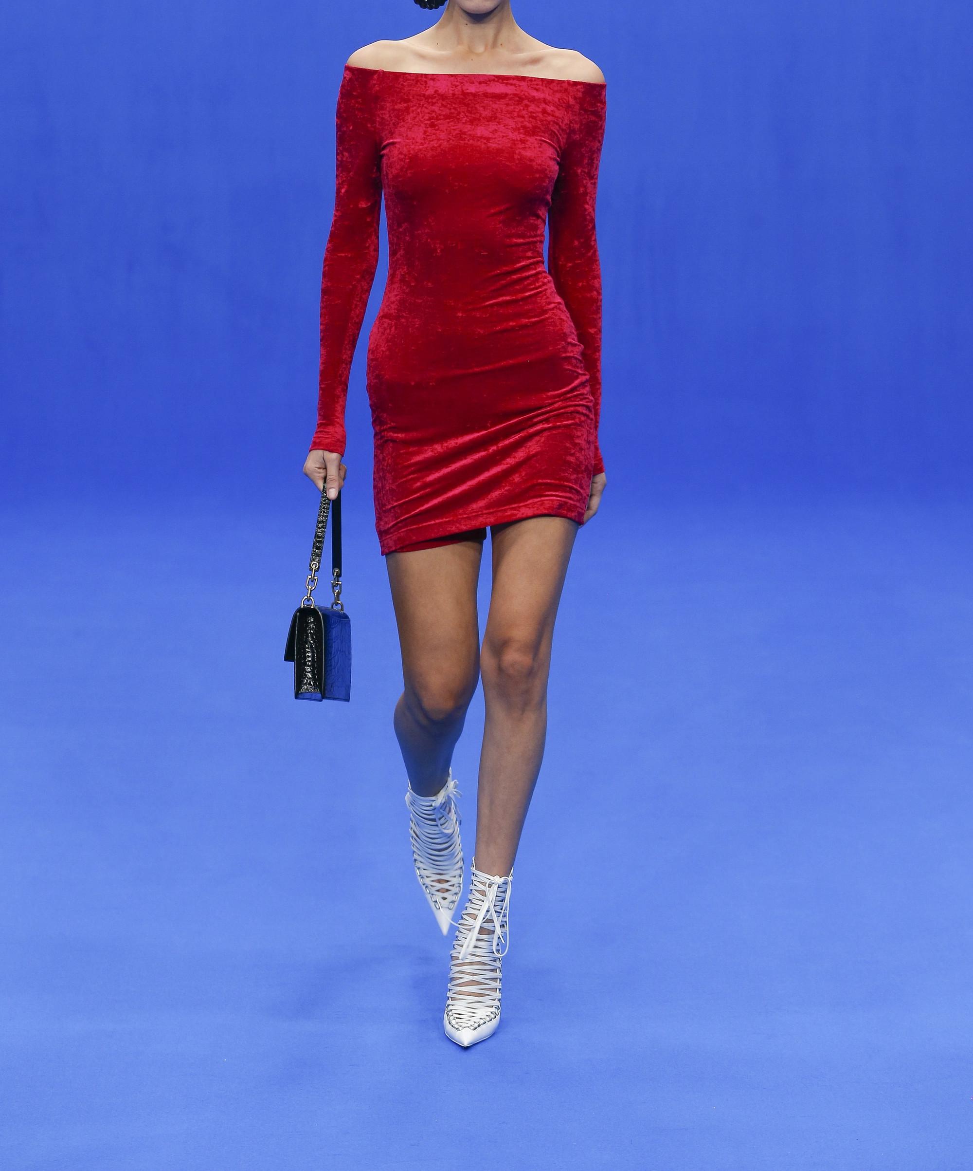 Balenciaga Mini-robe épaules nues en velours frappé stretch à superpositions