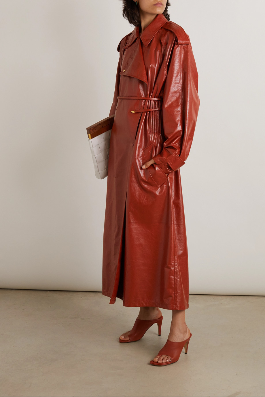 Bottega Veneta Trenchcoat aus Glanzleder in Knitteroptik
