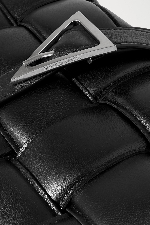 Bottega Veneta Cassette gepolsterte Schultertasche aus Intrecciato-Glanzleder