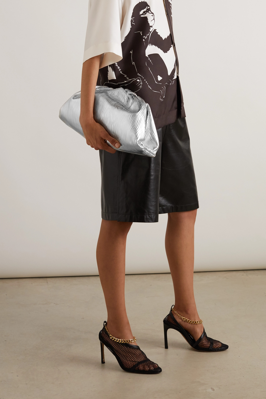 Bottega Veneta The Pouch große Clutch aus geprägtem Metallic-Leder mit Raffungen
