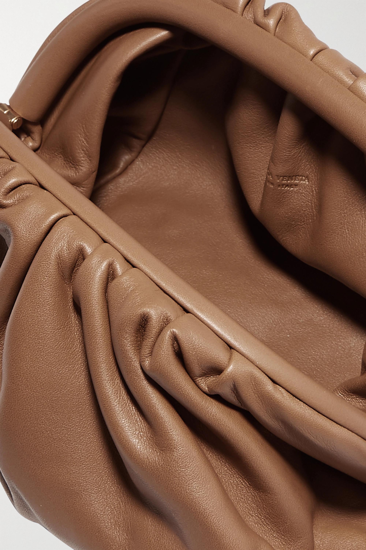 Bottega Veneta The Pouch kleine Clutch aus Leder mit Raffungen