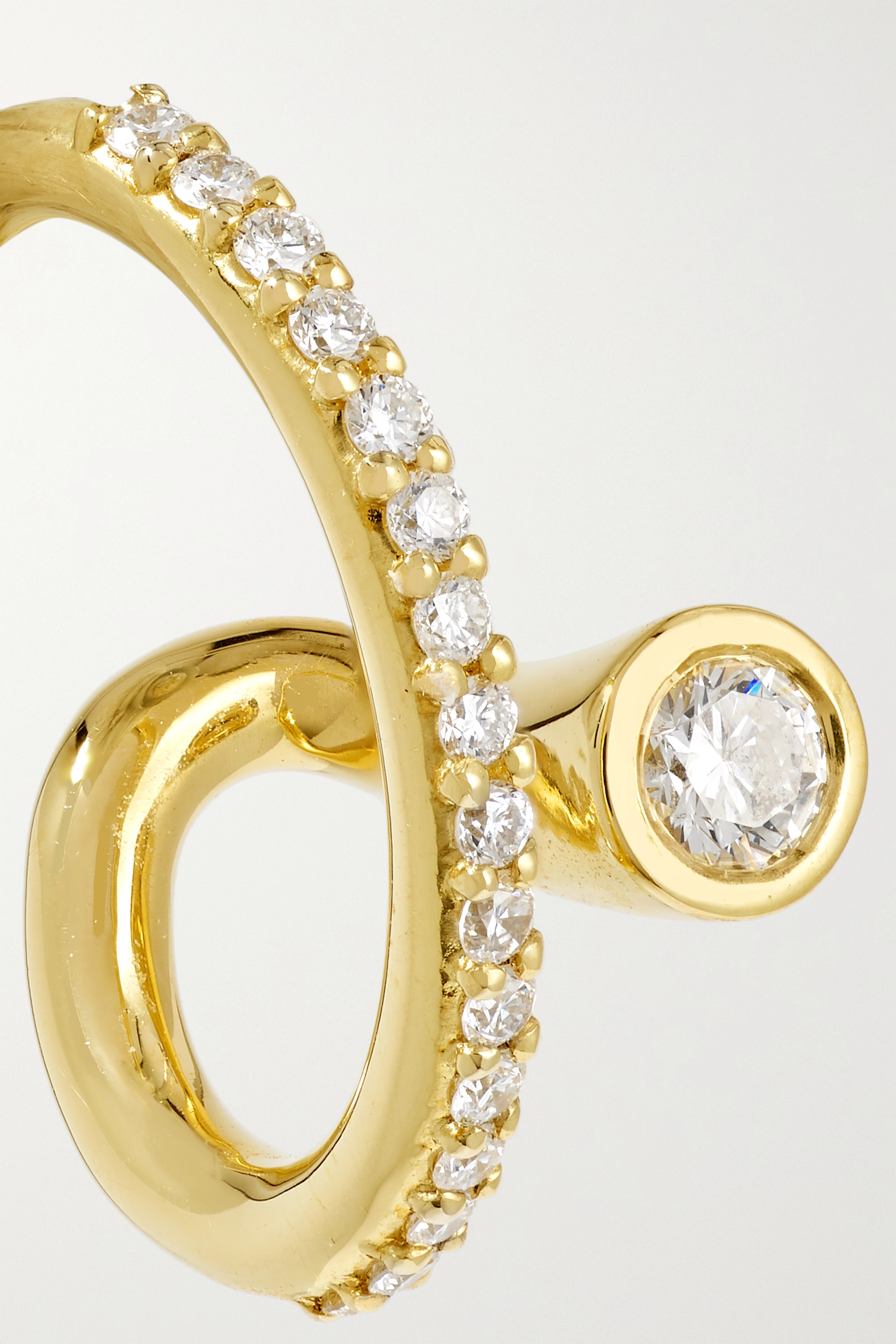 KATKIM Crescendo Flare Ear Cuff aus Gold mit Diamanten