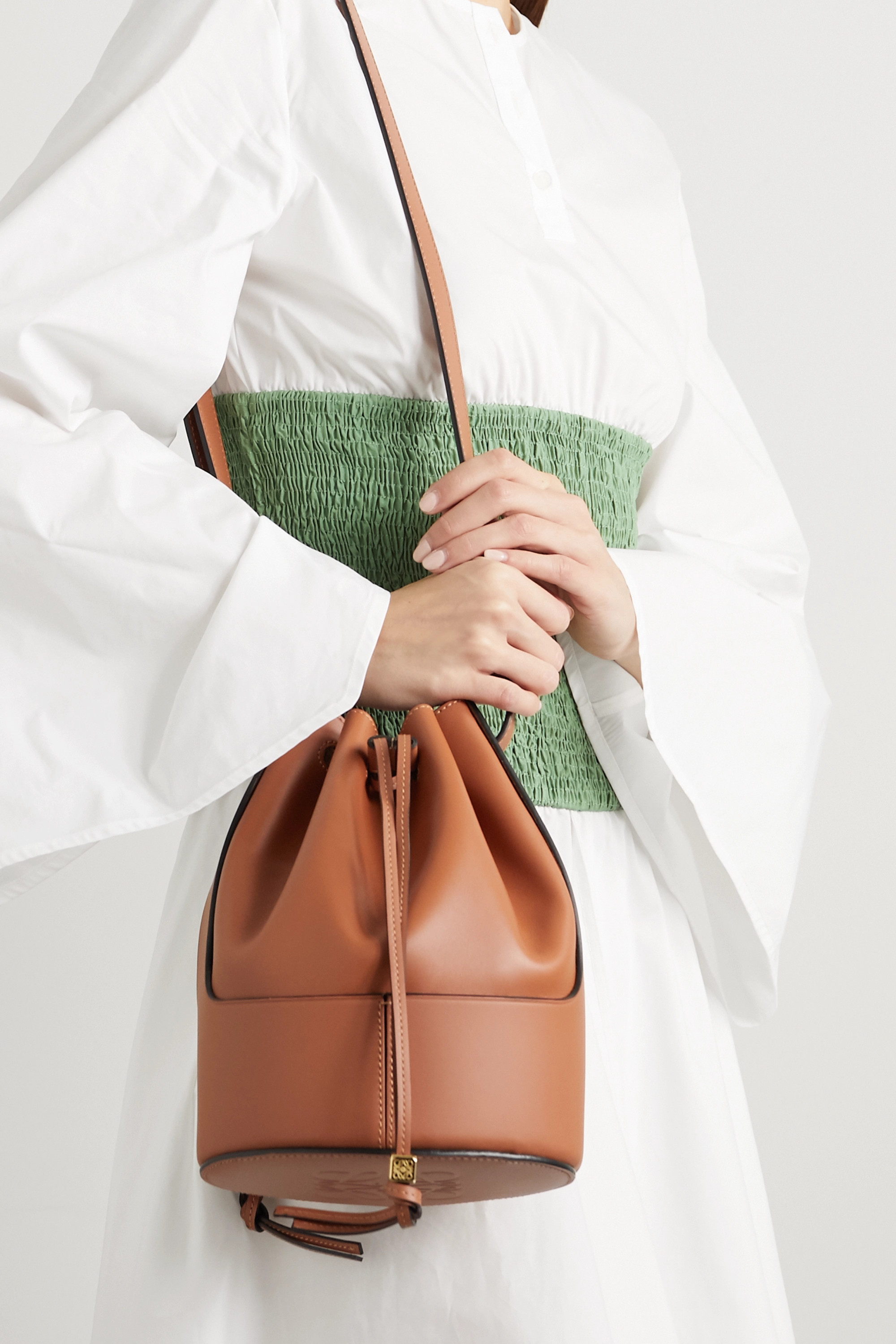 Balloon small leather bucket bag