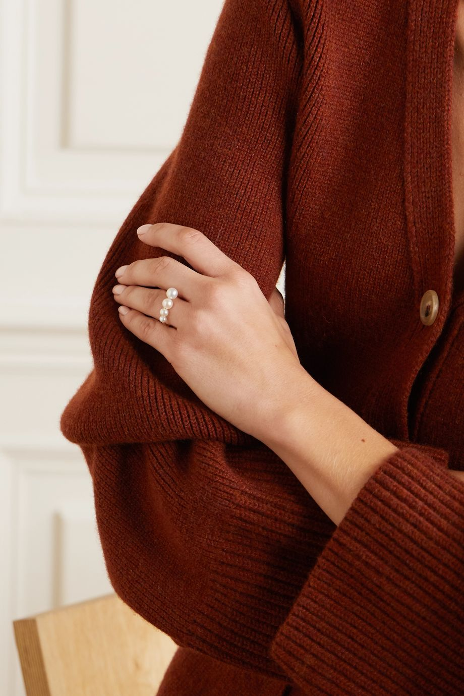 Saskia Diez + NET SUSTAIN Drop gold pearl ring