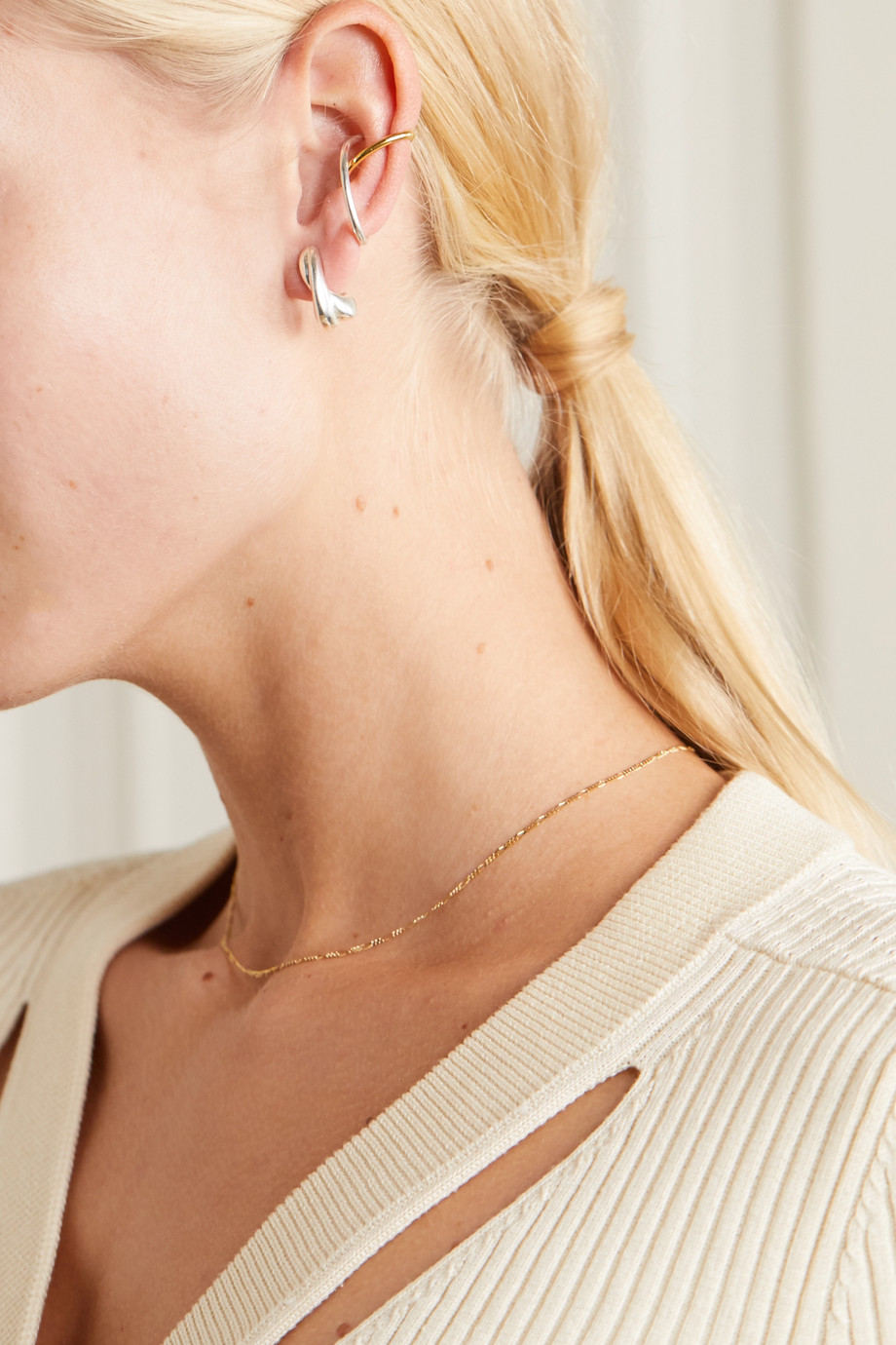 Saskia Diez + NET SUSTAIN Cross gold and silver ear cuff
