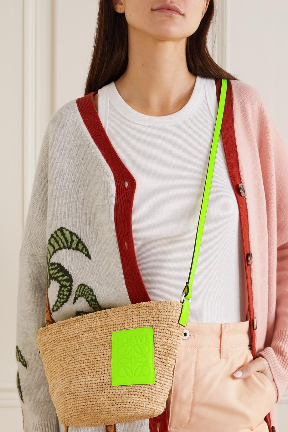 Loewe + Paula's Ibiza Pouchette Schultertasche aus geflochtenem Raffiabast mit Lederbesatz