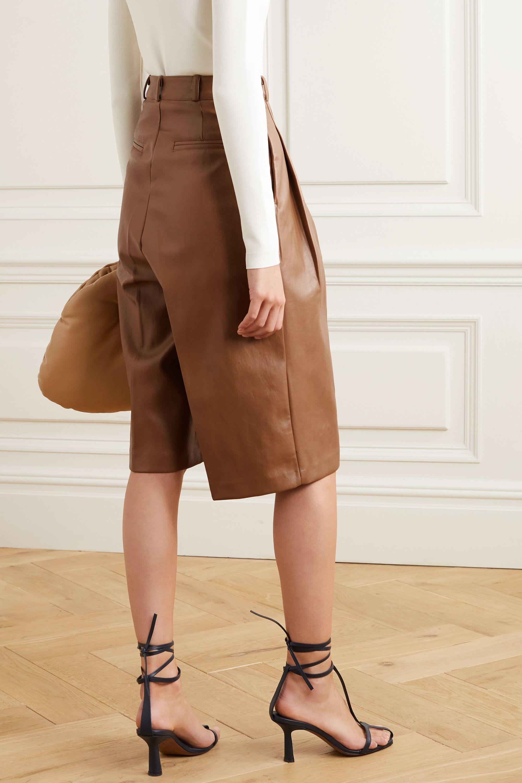 Frankie Shop Pernille Shorts aus Kunstleder mit Falten