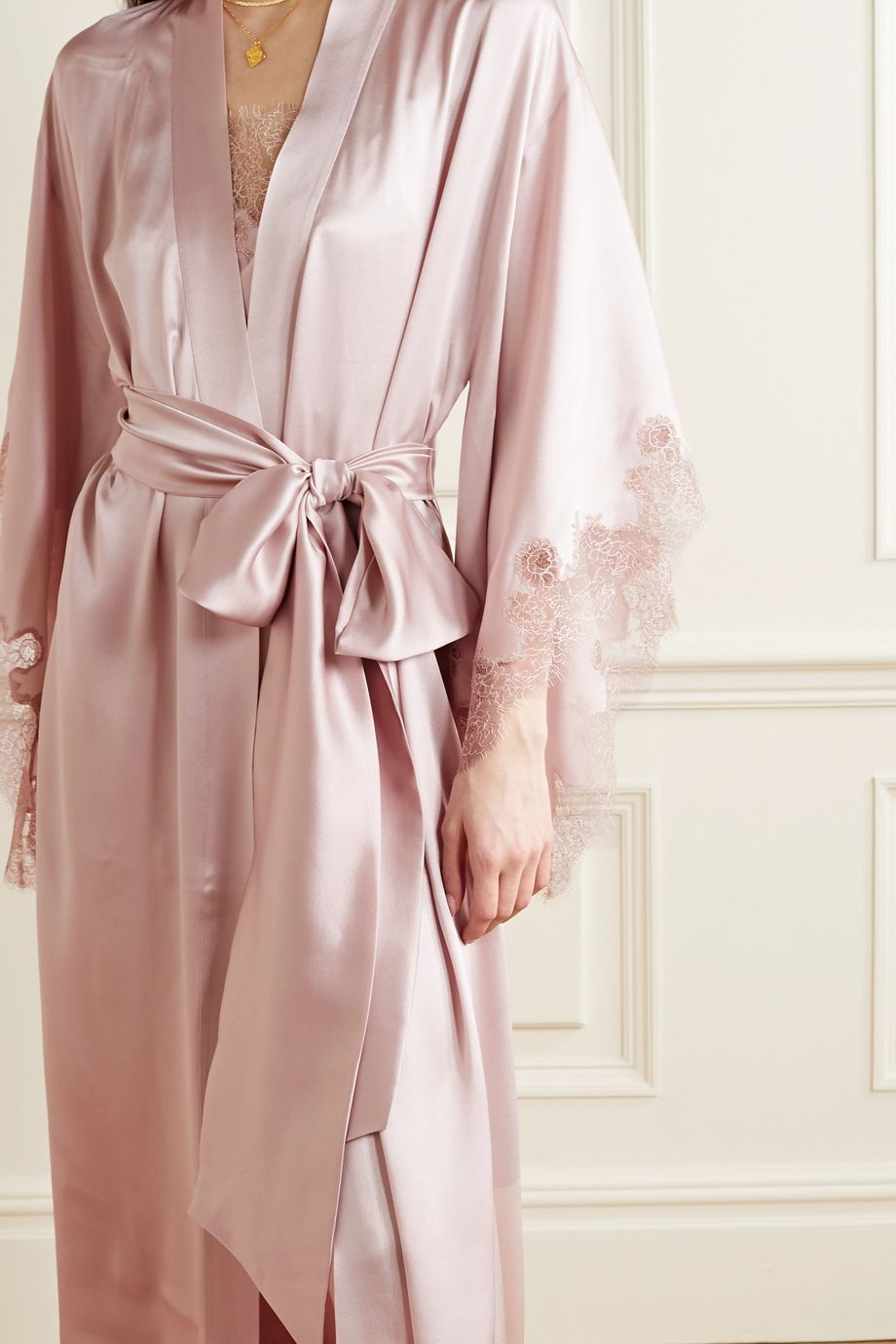 Carine Gilson Caudry lace-trimmed silk-satin robe