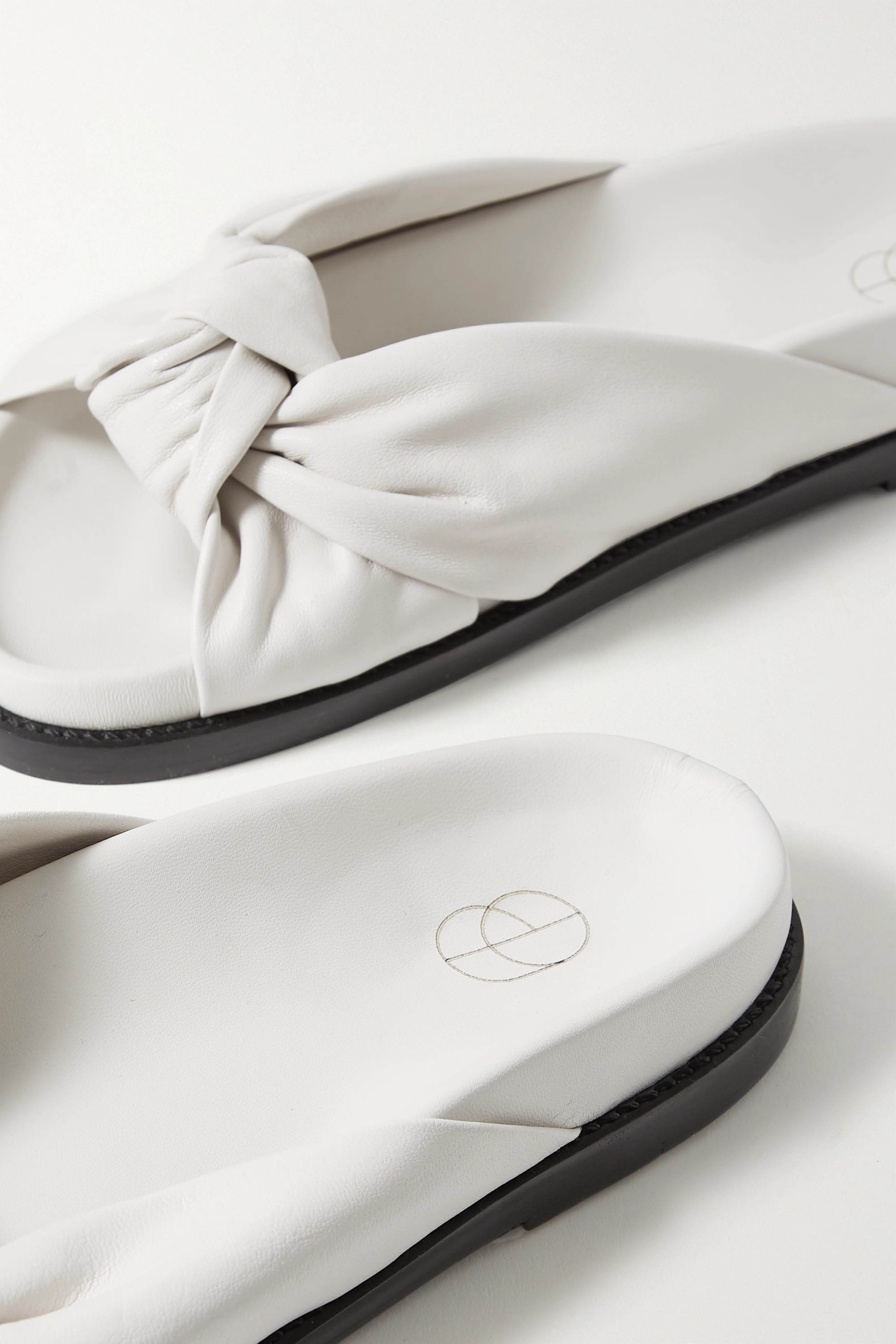 Porte & Paire Knotted leather slides