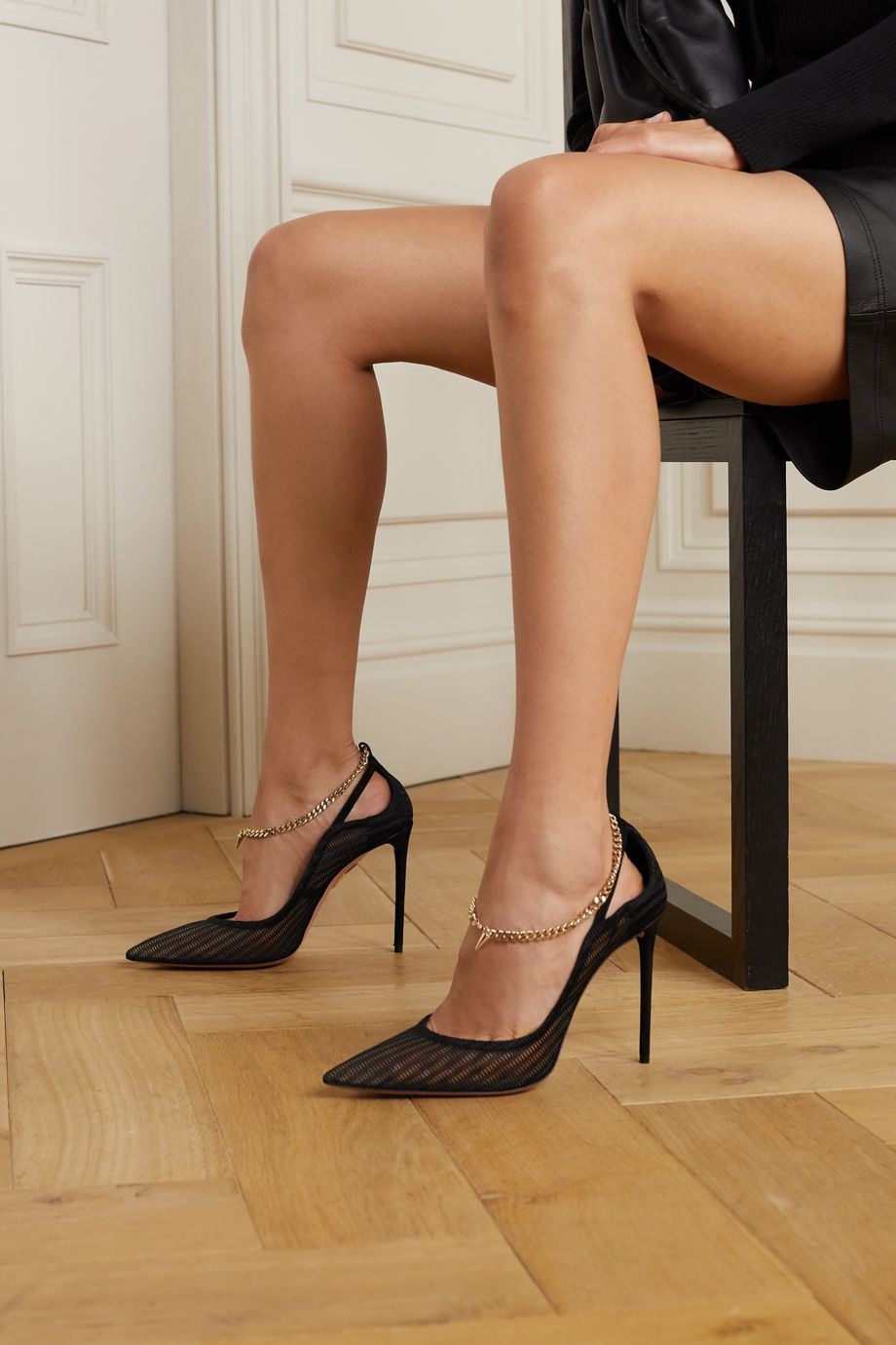 Aquazzura Bond Girl 105 链条缀饰绒面革网布高跟鞋