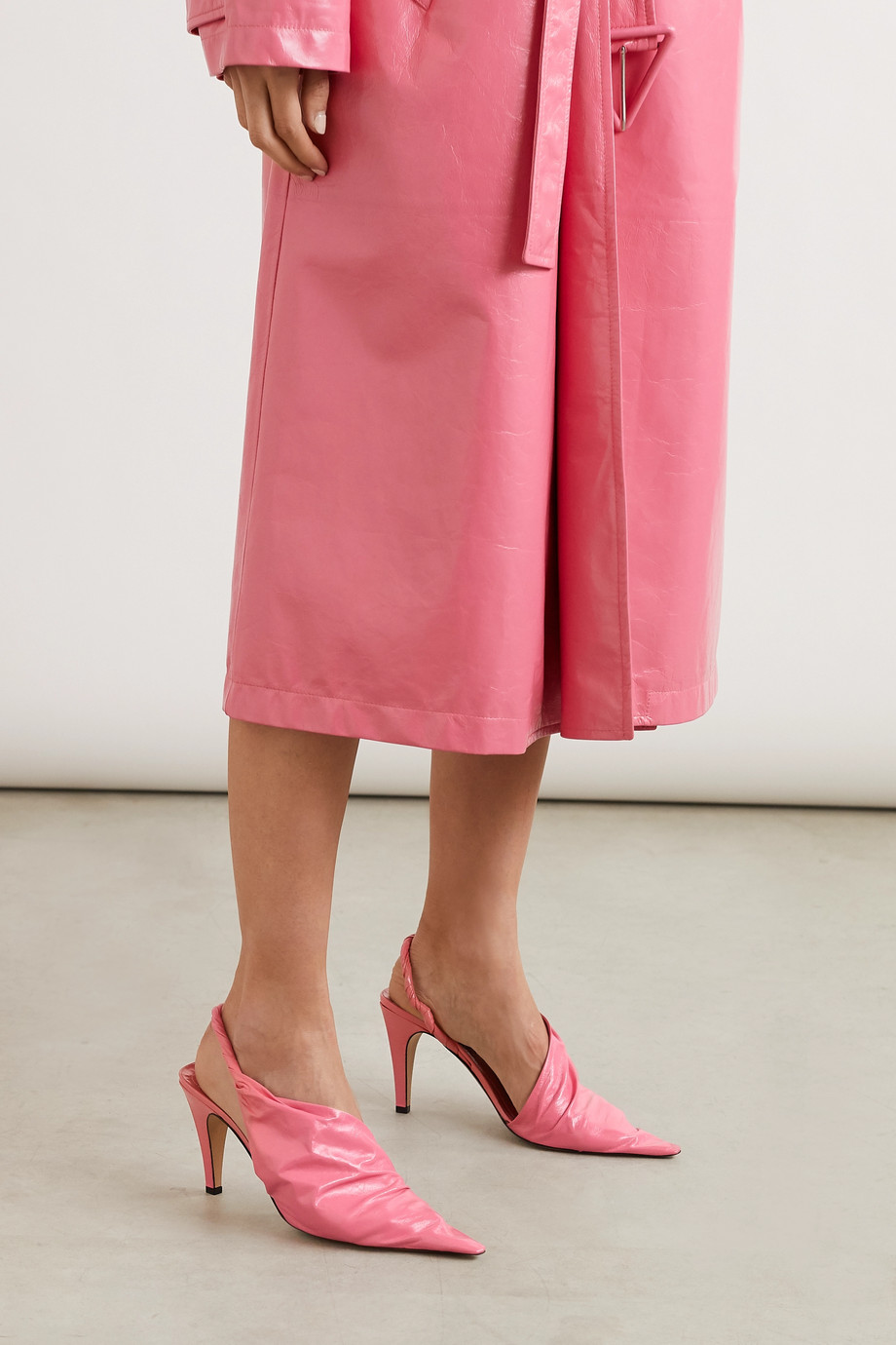 Bottega Veneta 褶皱亮面皮革露跟高跟鞋