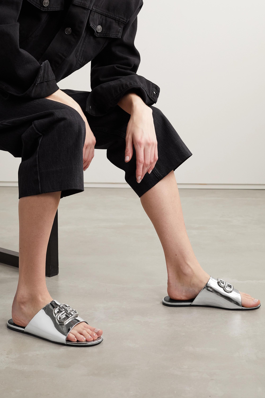 Balenciaga Oval BB Pantoletten aus verspiegeltem Leder mit Logoverzierung