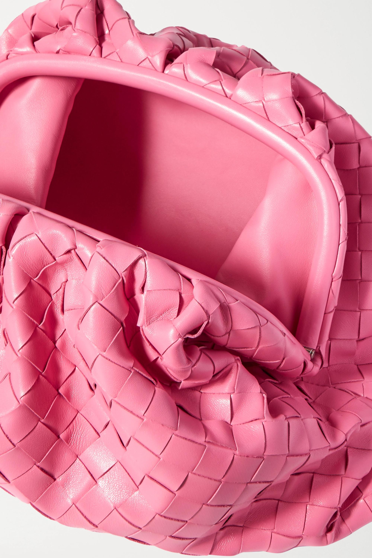 Bottega Veneta The Pouch große Clutch aus Intrecciato-Leder mit Raffungen