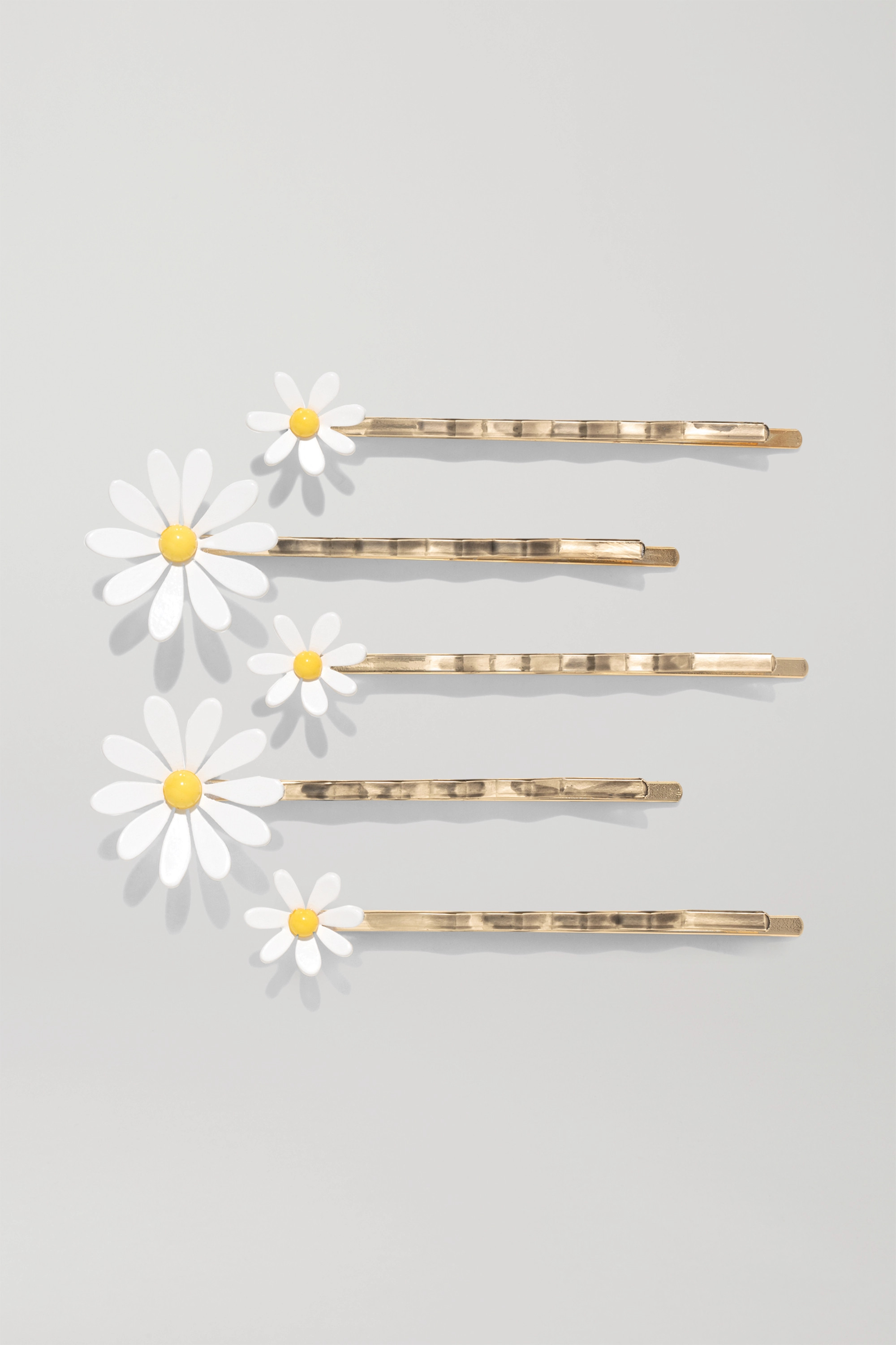 Roxanne Assoulin Everything's Coming Up Daisies Set aus fünf vergoldeten Haarspangen mit Emaille