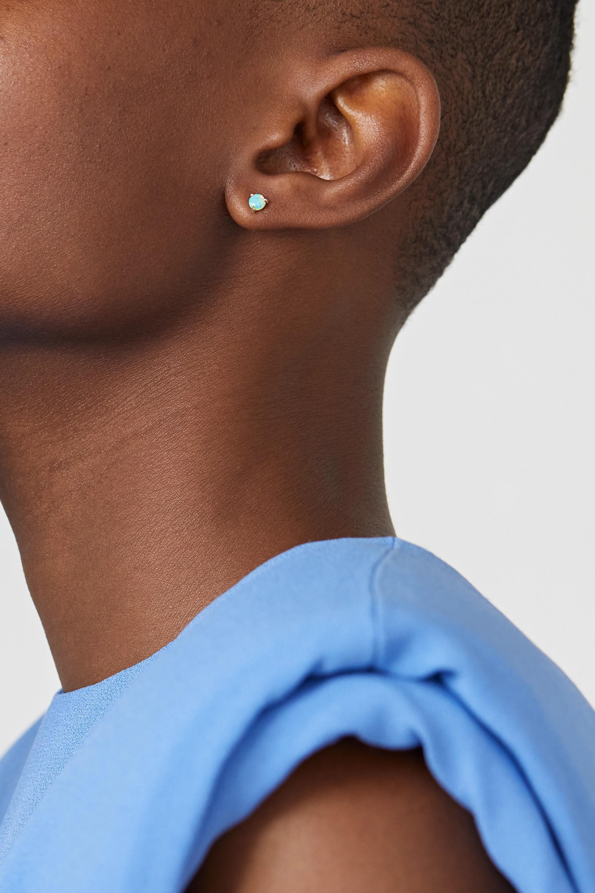 Wwake Ohrringe aus 14Karat Gold mit Opalen