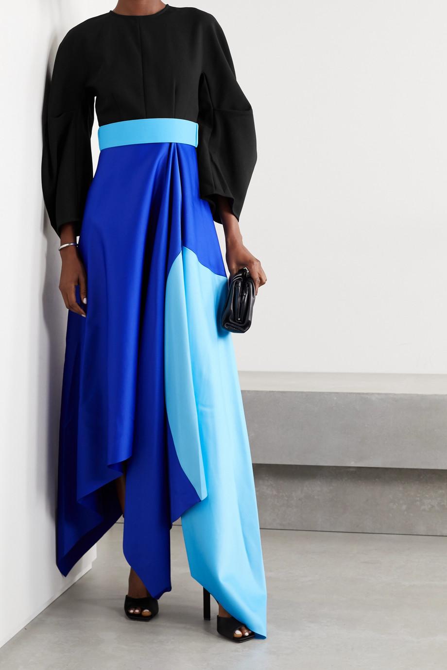 Solace London Quinn asymmetrische Robe aus Crêpe und Duchesse-Satin in Colour-Block-Optik