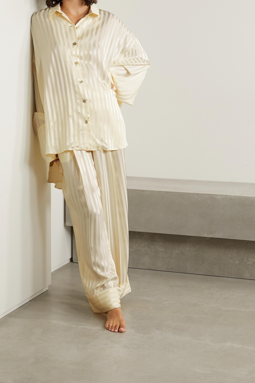 Sleeper Pyjama aus glänzendem Jacquard mit Streifen