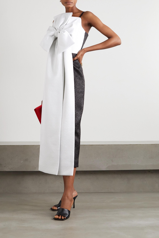 Emilia Wickstead Melby zweifarbige Robe aus Metallic-Cloqué mit Schleife