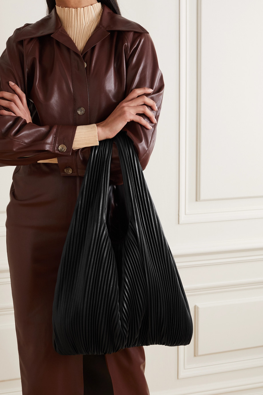 Nanushka Jo 褶裥纯素皮革手提包