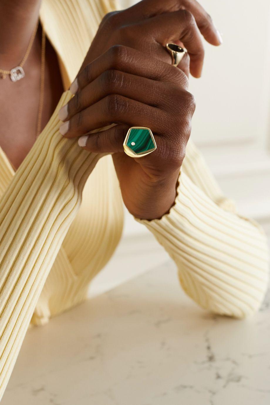 Yvonne Léon Ring aus 9 Karat Gold mit Malachit und Diamant