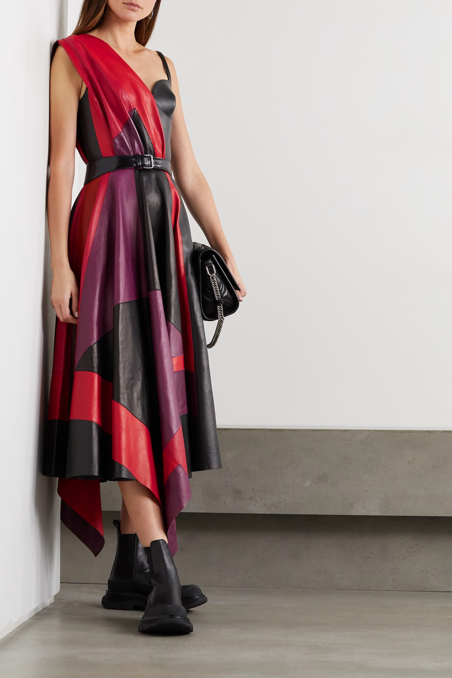 Alexander McQueen Asymmetrisches Kleid aus Leder in Colour-Block-Optik