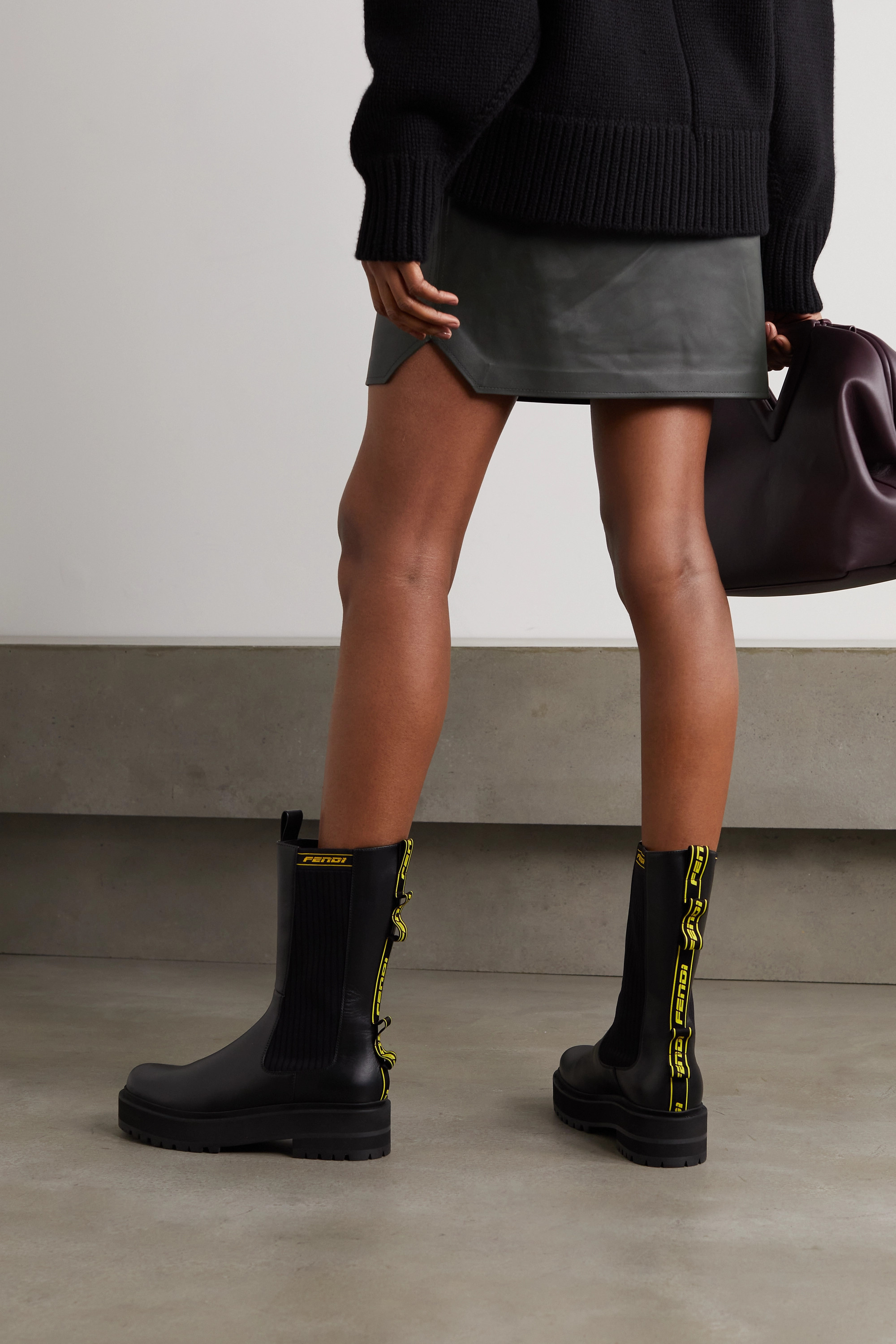 Fendi Chelsea Boots aus Leder mit Besatz aus Jacquard mit Logomuster