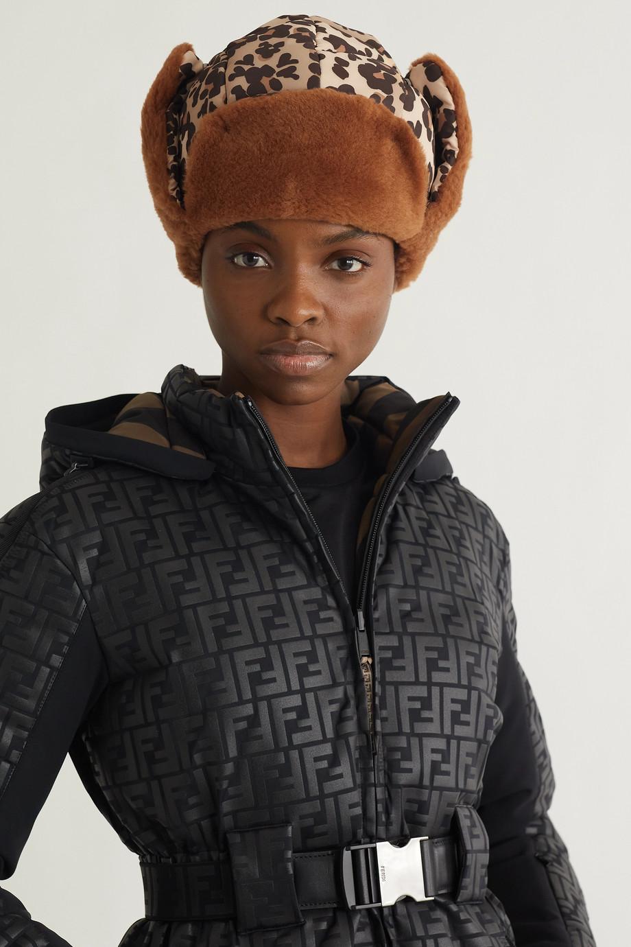 Fendi Chapka en tissu technique à imprimé léopard doublé de peau lainée