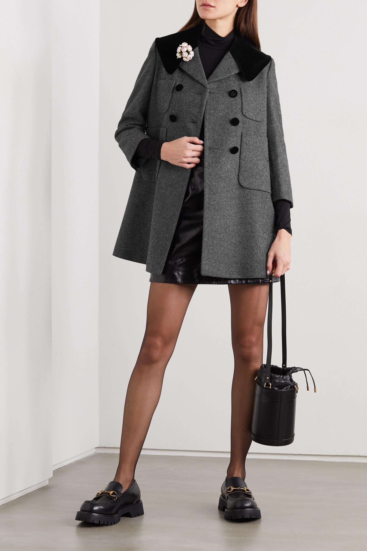 Gucci Manteau à double boutonnage en laine à finitions en velours et à ornement