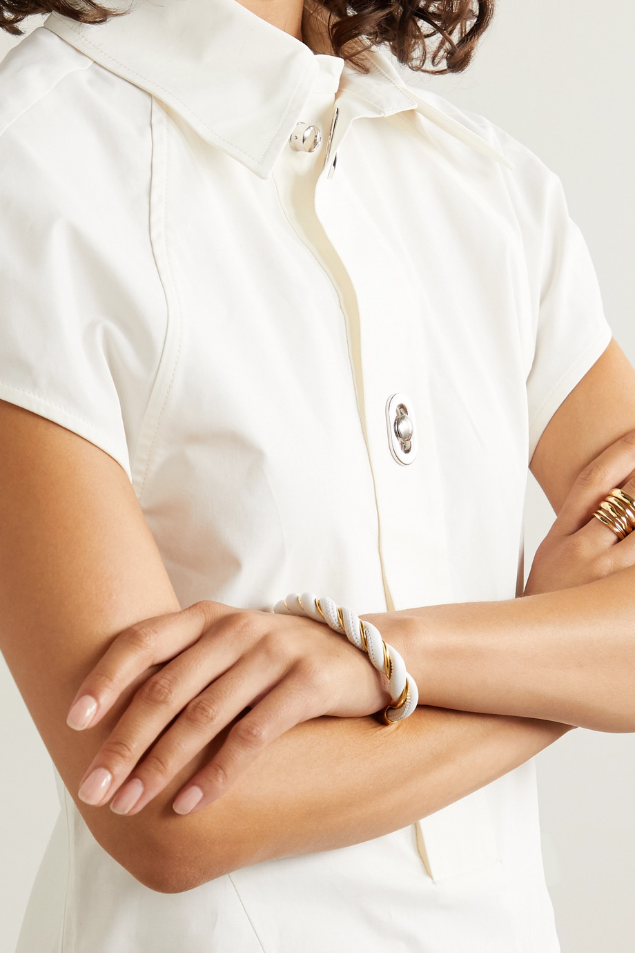 Bottega Veneta 金色金属和皮革手镯