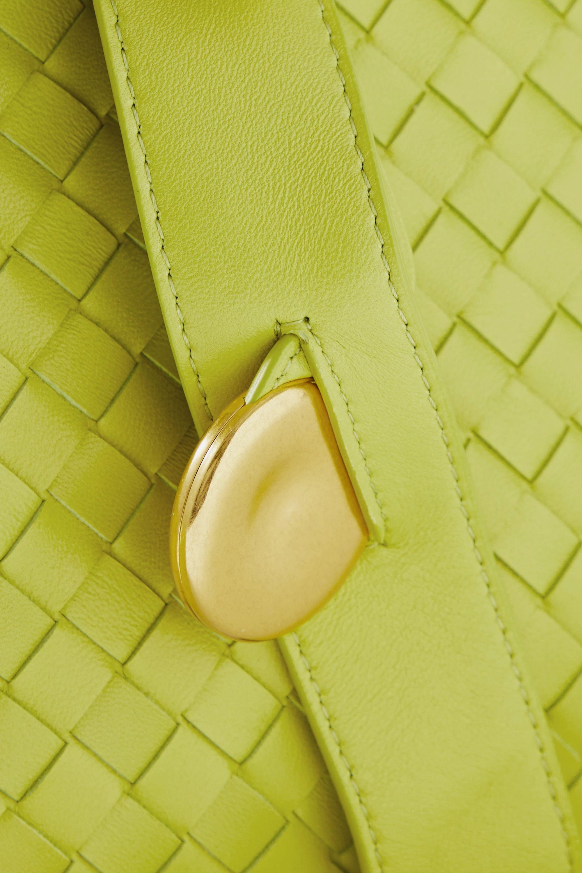 Bottega Veneta Sac porté épaule en cuir intrecciato à ornements The Fold Small