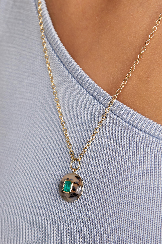 Retrouvaí Lollipop Kette aus 14 Karat Gold mit Dendrit und Smaragd