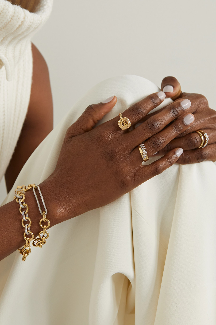 Foundrae Wholeness Ring aus 18 Karat Gold mit Quarz