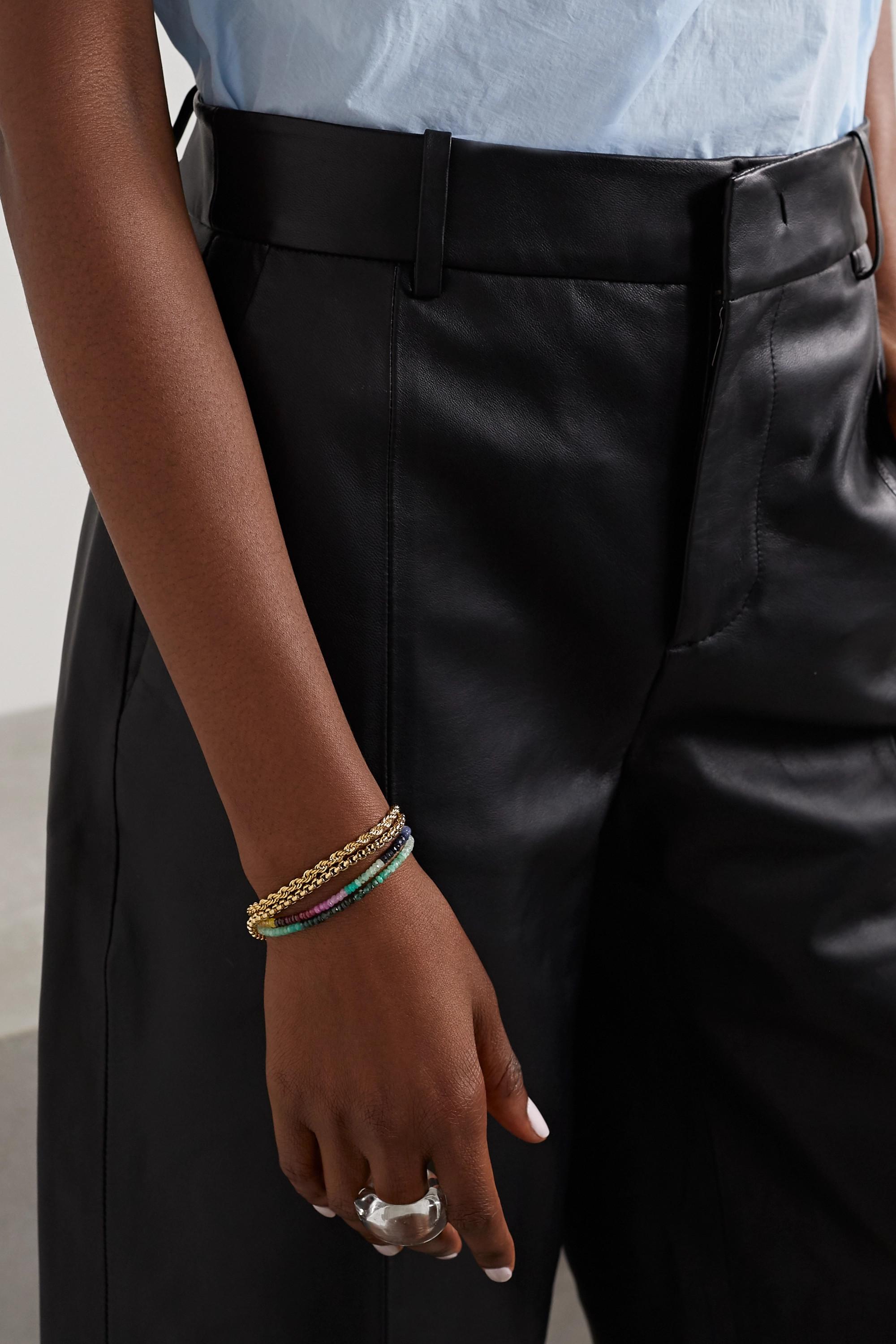 JIA JIA Set aus zwei Armbändern aus 14 Karat Gold mit Saphiren und Smaragden