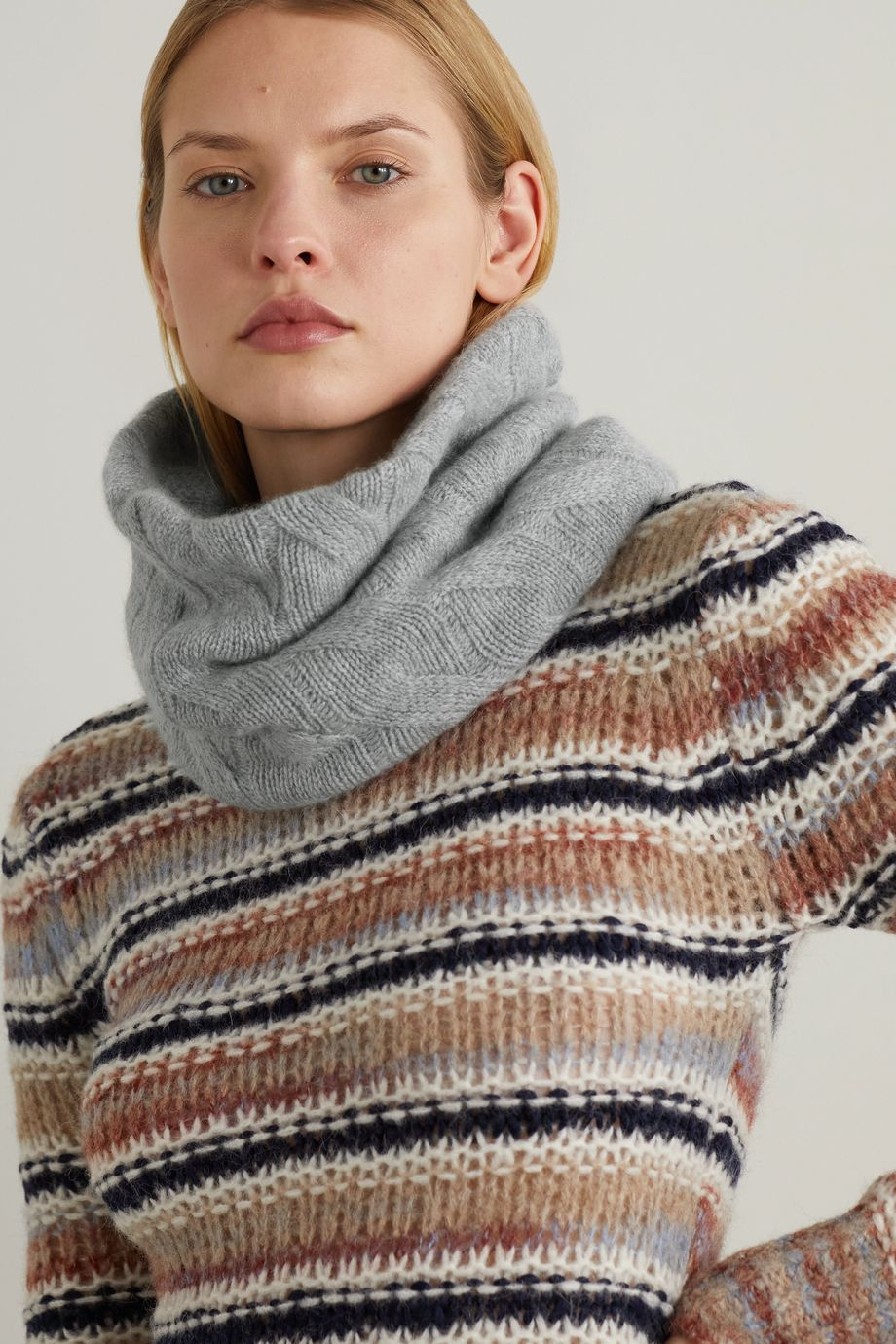 Johnstons of Elgin + NET SUSTAIN cable-knit cashmere snood