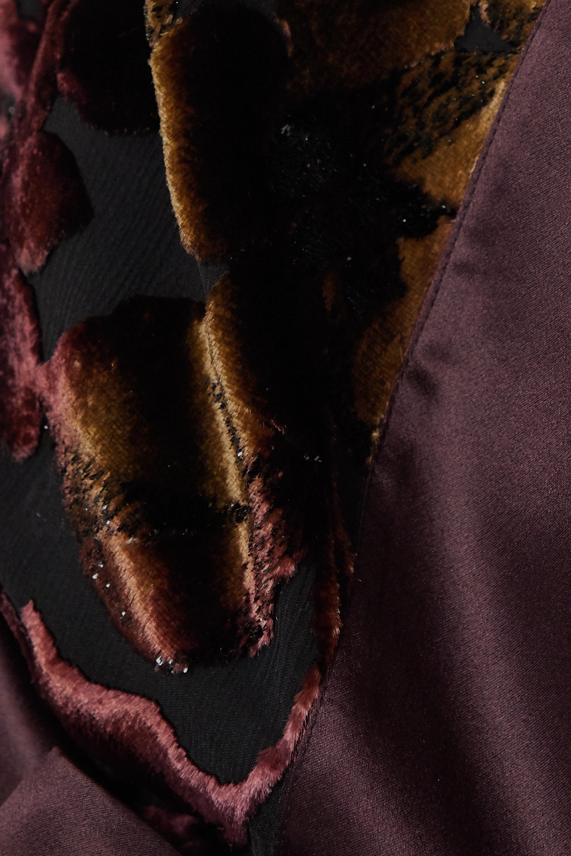 Carine Gilson Morgenmantel aus besticktem Devoré-Seidensamt mit Satinbesätzen und Bindegürtel