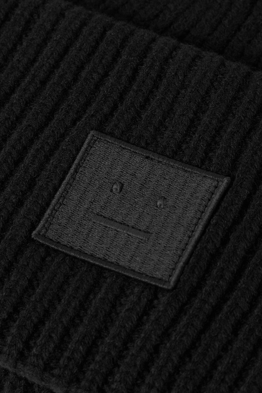 Acne Studios + NET SUSTAIN Beanie aus gerippter Wolle mit Applikation