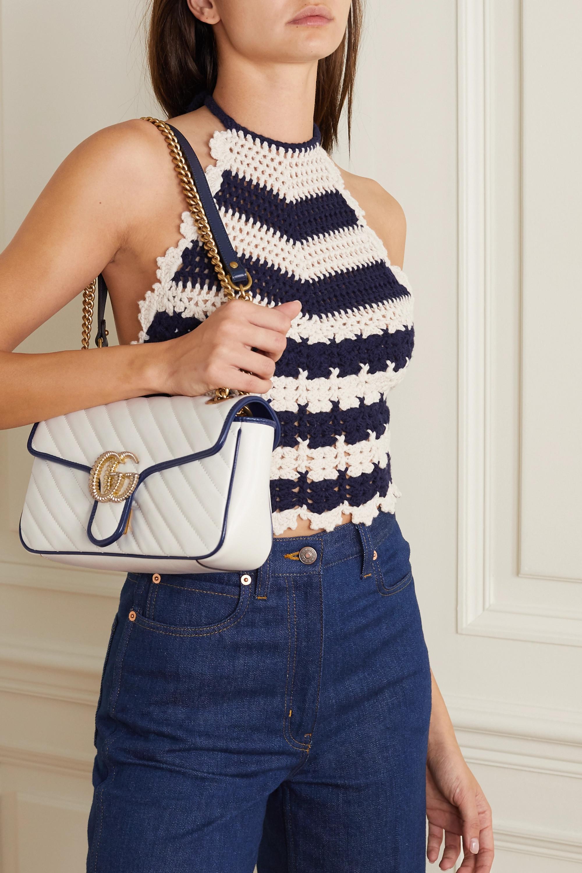 Gucci GG Marmont kleine Schultertasche aus gestepptem strukturiertem Leder