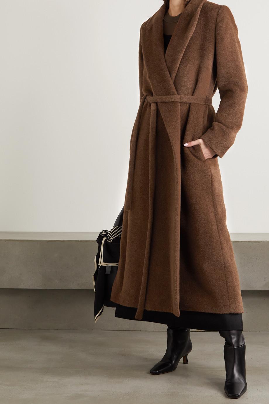 Totême Mantel aus gebürsteter Alpakawolle mit Bindegürtel