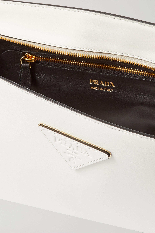 Prada Pelletteria mittelgroße Clutch aus Leder mit Applikation