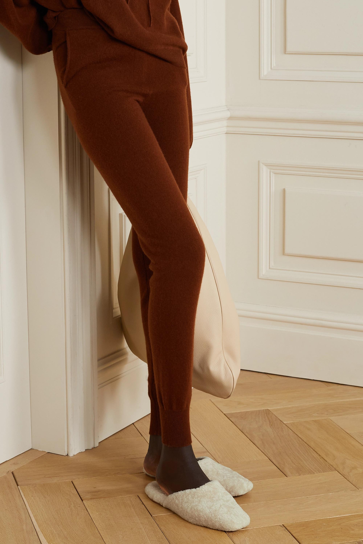 Vince Chaussons en peau lainée Caela