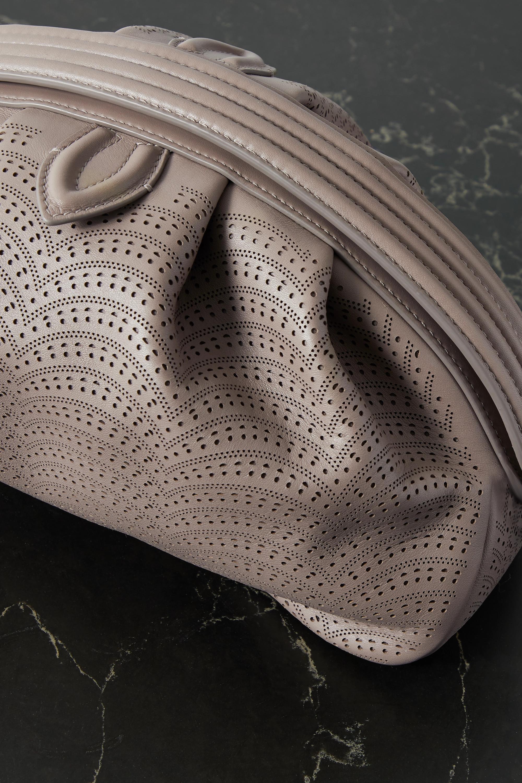 Alaïa Clutch aus lasergeschnittenem Leder