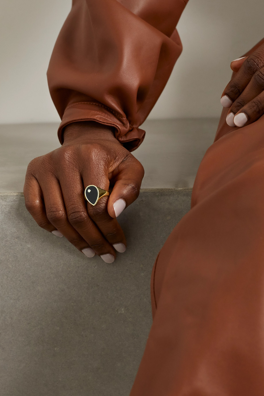 Yvonne Léon 9-karat gold, diamond and onyx signet ring