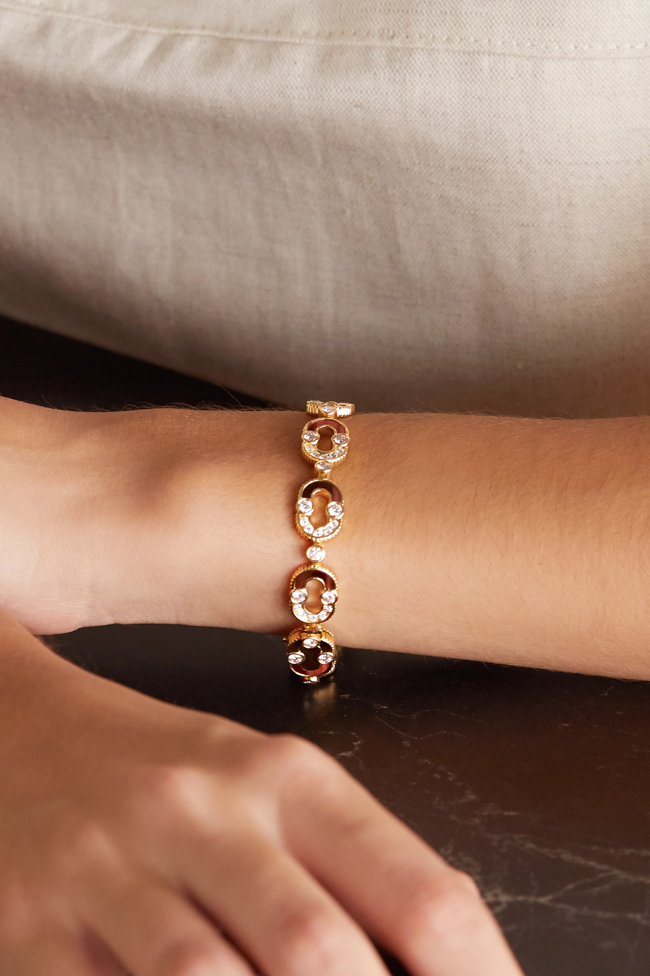 Viltier Magnetic Etreinte 18-karat gold, diamond and bull's eye bracelet